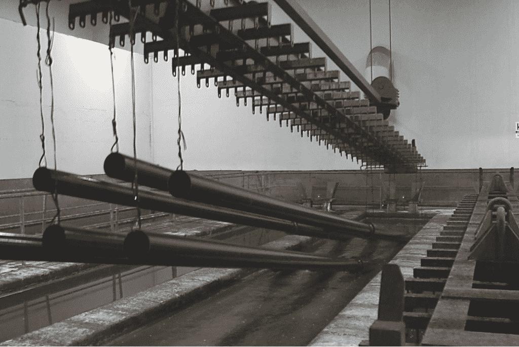 Травление перед цинкованием на заводе ограждающих конструкций
