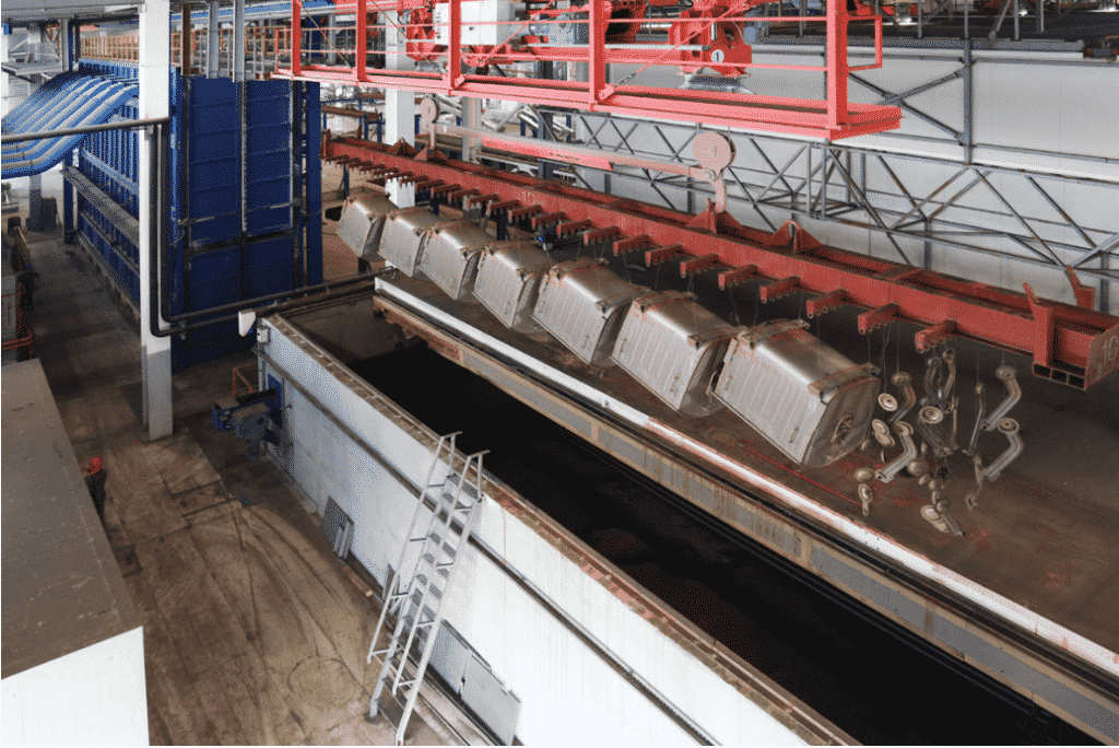 Сушка металла в процессе цинкования на заводе ограждающих конструкций